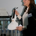 5. Sounddesignforum - Frankfurter Tor - Lounge im Turm - Gerda Hopfgartner präsentiert einen Prototyp der GAVARI-Geige